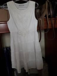 Vestido Branco detalhes em Renda