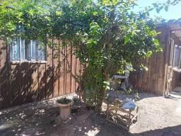 Terreno no Tabuleiro/Caioba com casa e edícula de madeira