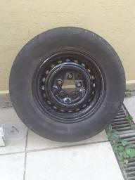Porta e roda da kombi com pneu