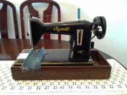 Maquina de Costura Antiga Vigorelli, em bom estado, costurando bem