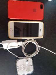 Vendo um iPhone com todos os acessórios originais. Faço negócio