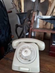 Telefone de discar antigo