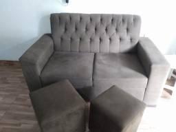 Conjunto de sofá dois lugares com dois pufes