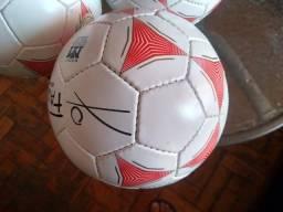 Bolas de Futsal com tamanho e peso oficiais para adulto, todas novas.