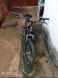 Vendo está bicicleta de marcha e  amortecedor Triplo