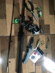 Carretilha d pesca c varinha  + kit =250,00