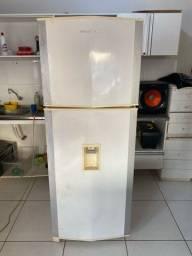 Título do anúncio: Vendo Geladeira Brastemp 440 litros froos free Entrego e dou garantia *