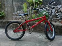 Bicicleta BMX Semi Nova R$450