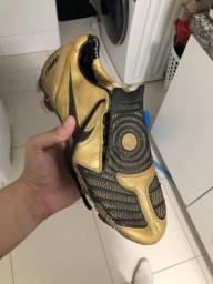 Chuteira Nike Total 90