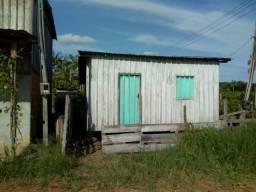 Vendo uma casa de madeira,,