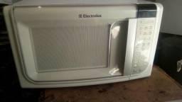 """Microondas eletro lux 180,00r$ """"31"""" litros conservado"""