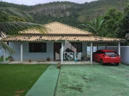 Linda casa, com 3 quartos, piscina e grande terreno prox. cond. Serramar