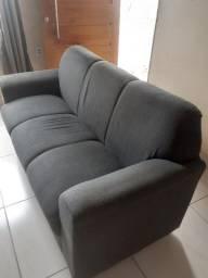 Vendo esse sofá de 3 lugares na Cor cinza semi novo.