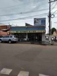 Prédio comercial de esquina da Av liberdade frente à farmácia com Lauro  corono