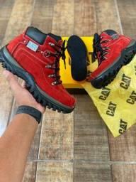 Título do anúncio: Vendo bota caterpillar lançamento ( 160 com entrega )