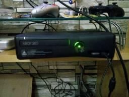 Xbox 360 slim semi novo* FUNCIONANDO