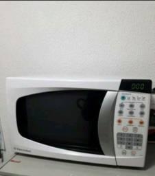Título do anúncio: Microondas Electrolux 20 litros semi-novo contato *