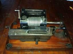 calculadora antiga de  ferro brusvinga mecanica