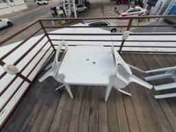 Título do anúncio: Jogo mesa com 4 cadeiras plastico