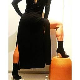 Vestido preto. Veste. Veste preta. Vestido com fenda.