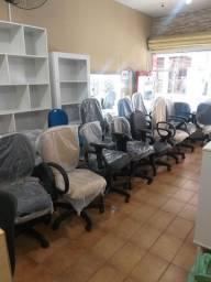 Cadeiras para escritórios e confecções vocês encontram em nossa loja!
