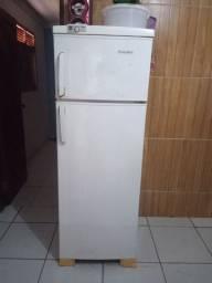 Vendo geladeira Por Apenas R$550.00