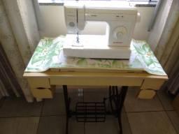 Vendo duas lindas maquinas de costura. Elgin x Singer