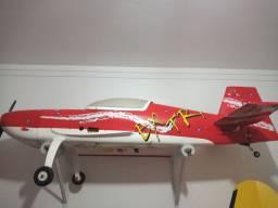 Aeromodelo extra 330L