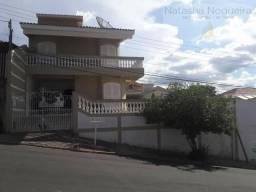Linda casa de 3 dormitórios no Jardim Novo Horizonte em Monte Sião-MG