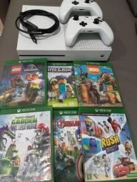Xbox one com 6 jogos e 2 controles