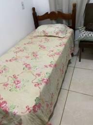 Cama solteiro de madeira com colchão