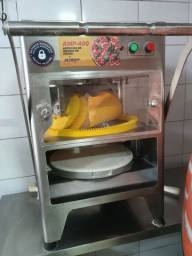 Máquina de abrir massa de pizza.