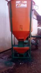 Misturador de Ração 1000kg Incomagri