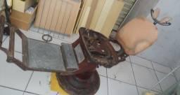 Título do anúncio: Cadeira de dentista hidráulica antiga para restaurar !