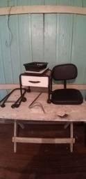 Cadeira e carrinho de manicure