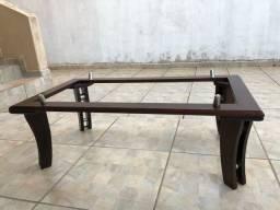 Mesa de centro em madeira com tampo de vidro