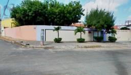 Casa ampla a venda na Lagoa Redonda!!!