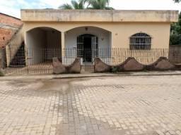 Casa com 02 qtos, lote quase 400m² no bairro Niterói