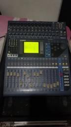 Mesa de som Yamaha 01 v