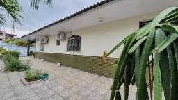 Casa com piscina, 04 quartos, 1.960m² - Conjunto dos Bancários - Santo Antônio