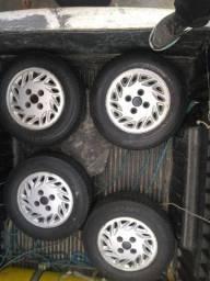 Rodas com pneus do Logus