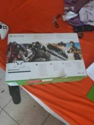 Xbox one semi novo com 1 controle sem jogos, troco por ps4 slim