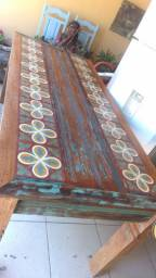 Mesa madeira demolição com ladrilhos