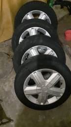 Roda com pneus aro 15 pó  1.100