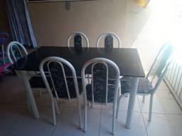Vendo mesa 6 cadeiras por apenas 250.00