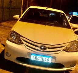 Etios 1.5 XS sedan com gnv