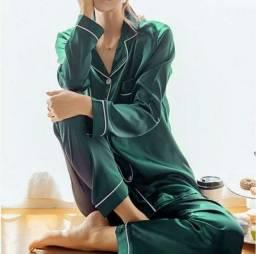 Lindos pijamas de cetim com elastano e de flanelas