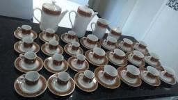 Título do anúncio: Jogo porcelana de chá e café c/fio dourado (28 peças) - faço entrega