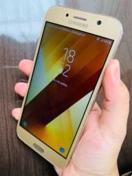 Vendo Samsung A7,32GB! Em perfeito estado , acompanha acessórios.