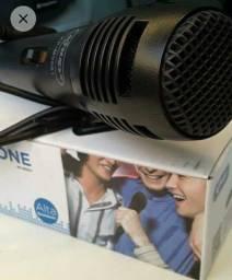Microfone com fio.